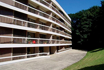 T4 avec 2 balcons, cave, parking, garage